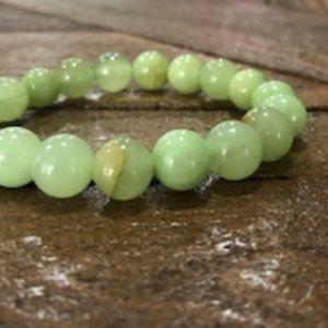 Flower Jade Bead Bracelet